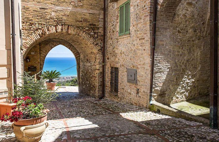 Montepagano ed il nostro Ristorante Diffuso: Beste vrienden, dank u voor het bezoek! http://www.dolcevia.com/nl/italie-reizen/regio/abruzzen/2680-over-witte-stranden-en-zwarte-kippen-in-abruzzo