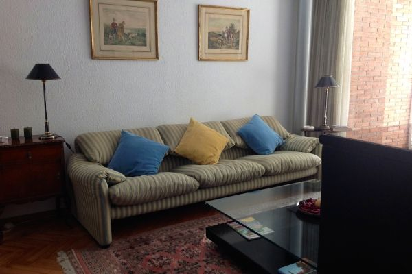 Barcelona, Spain Vacation Rental, 3 bed, 2 bath, kitchen with WIFI in Sant Gervasi. Thousands of photos and unbiased customer reviews, Enjoy a great Barcelona apartment rental perfect for your next holiday. Book online!