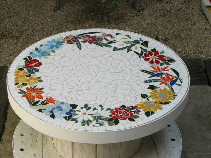 Mosaico en mesa de bobina...