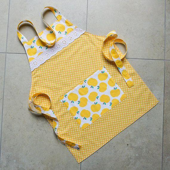 Kinderen schort geel bekleed met grote zak meisjes door PinnyPegs