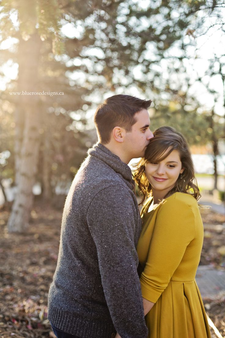 Such a stunning Windsor engagement session in the sunset light!  #BlueRoseDesigns #engagement #engaged #engagementphotography #esession #engagmentsession #engagementphoto #shesaidyes #windsorweddings #windsorweddingphotographer #sunset #amherstburg #engagementposes