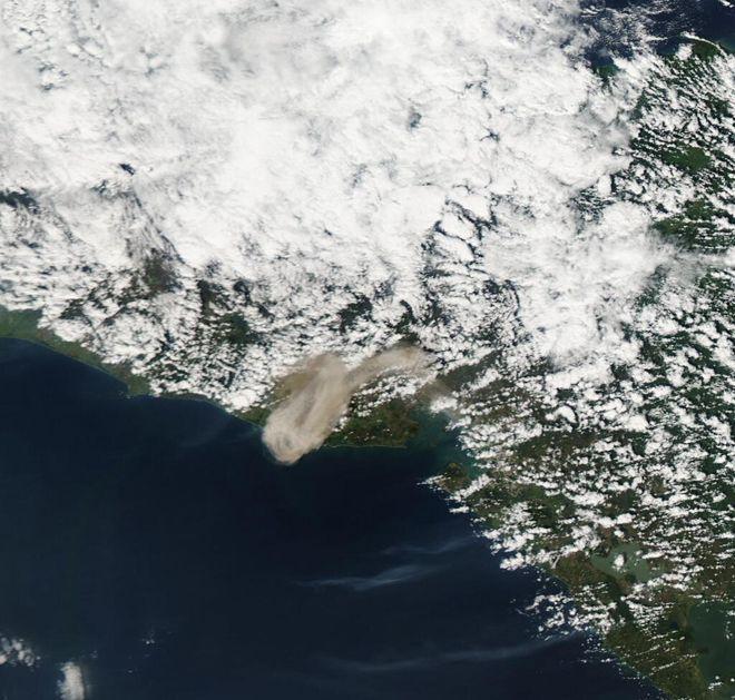 eruption of san miguel | Aqua/MODIS image of the eruption plume from San Miguel in El Salvador ...