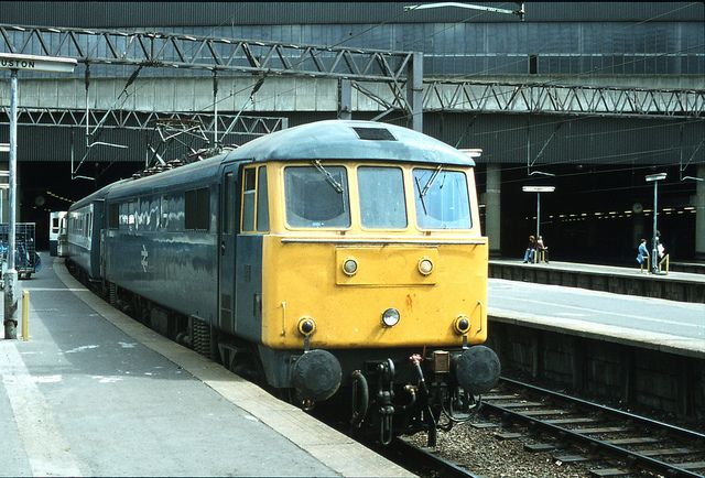 86225 waiting to depart from Euston with the 1540 to Manchester Piccadilly via Birmingham New Street 21st July 1979. Built at English Electric, Vulcan Foundry, Newton-le-Willows and delivered as E3164 on 21st August 1965 she was withdrawn in July 2002 and scrapped by R.J.Hull Jnr at Rotherham in April 2006. (Keith Long)