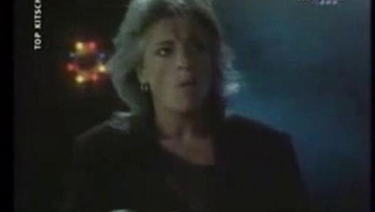 Le grand tube de la chanteuse et violoniste, avec le clip de 1986...O.K. ...il n'y avait rien à faireO.K. ...Dans cette ville étrangèreO.K. ...tu étais solitaireO.K. ...j'avais l'cœur à l'enversO.K. ...tout ça n'était qu'un jeuO.K. ...on jouait avec le feuO.K. ...on s'est pris au sérieuxO.K. ...le rire au fond des yeux{Refrain:}Nuit magiqueUne histoire d'humour qui tourne à l'amourQuand vient le jourNuit magiqueOn perd la mémoire au fond d'un regardHistoire d'un soirNuit magiqueSi loin de…