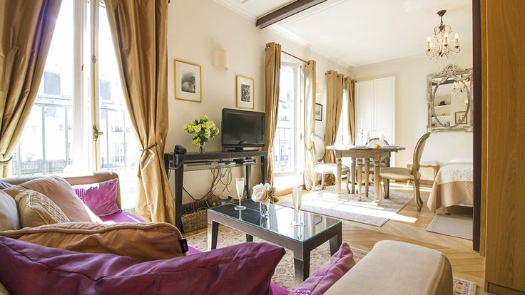 Looking for a studio apartment in Paris with dramatic views of the Eiffel Tower? Look no further than Chablis, our fabulous studio apartment in the 7th arrondissement.