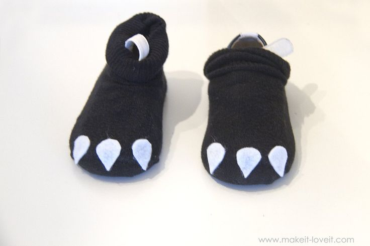 """DIY Toothless Costume...from """"How To Train Your Dragon"""". A very simple tutorial that would work for any age!   via Make It and Love It"""