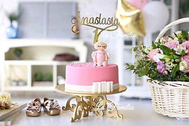 Всем доброе утро 😌 Готовясь к дню рождения, мы всегда начинаем заранее придумывать чем удивить гостей, как украсить помещение и праздничный стол. Как сделать праздник радостным и незабываемым 🎉 У нас вы всегда сможете найти украшения для праздничных вкусностей 🍰  ________________ Топпер для торта -2500р. Изделие изготовленo из оргстекла 🤗 Цветовая гамма : серебро и золото Текст и шрифт топпера может быть любой ☝🏻 Кейкстенд изготовлен из дерева  Цветовая гамма: золотой, черный. Выдержит…