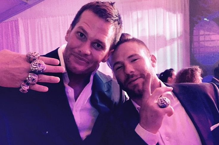 Tom Brady out-Gronks Gronk with dance moves, Super Bowl bing
