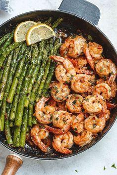 Knoblauch-Butter-Shrimps mit Spargel – So viel Geschmack und so leicht zu werfen …   – food