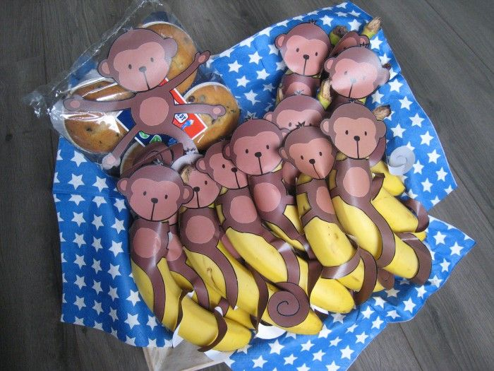 Gezonde traktatie voor bijv. kinderdagverblijf. Aapjes zijn te downloaden op gezonde streep traktatie. nl. Zoek op banaan-aapje!