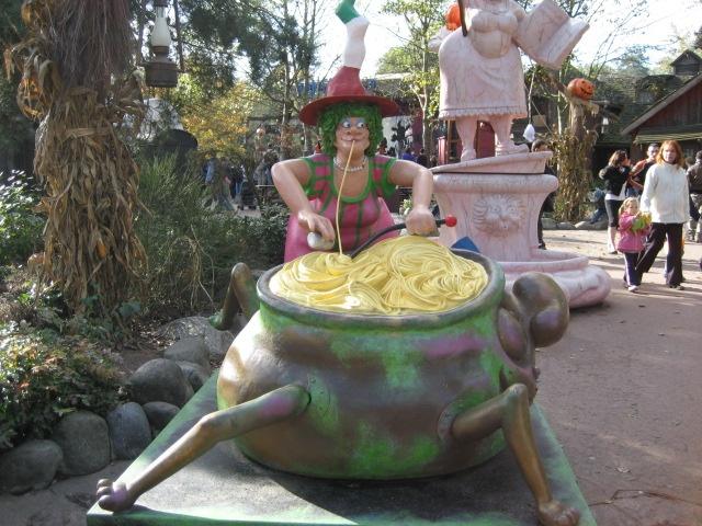 WitchWitches, Disneyland