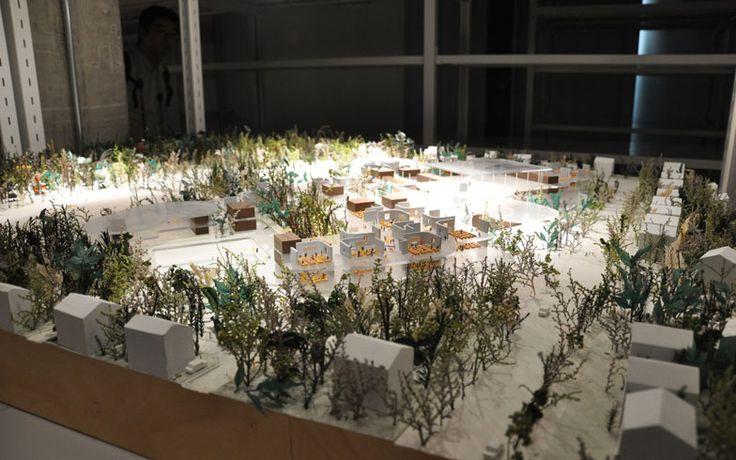 """【画像11】流山市立おおたかの森小・中学校、おおたかの森センター、こども図書館の模型。単なる展示物ではなく、建築家の""""垣根なく""""という意思や想いが伝わってくる(写真撮影/嘉屋恭子)"""