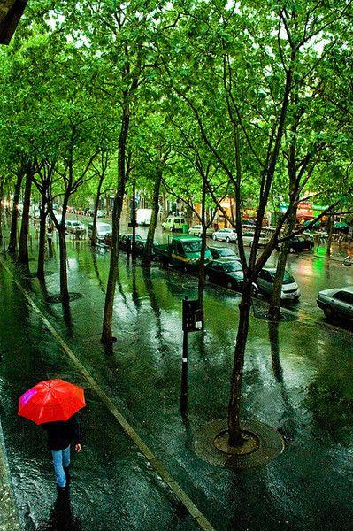 Pluie le Long du Canal Saint-Martin...#Summer #Rain, Paris, France #parisest #estparisien #grandhotelfrancais #grandhoteldore