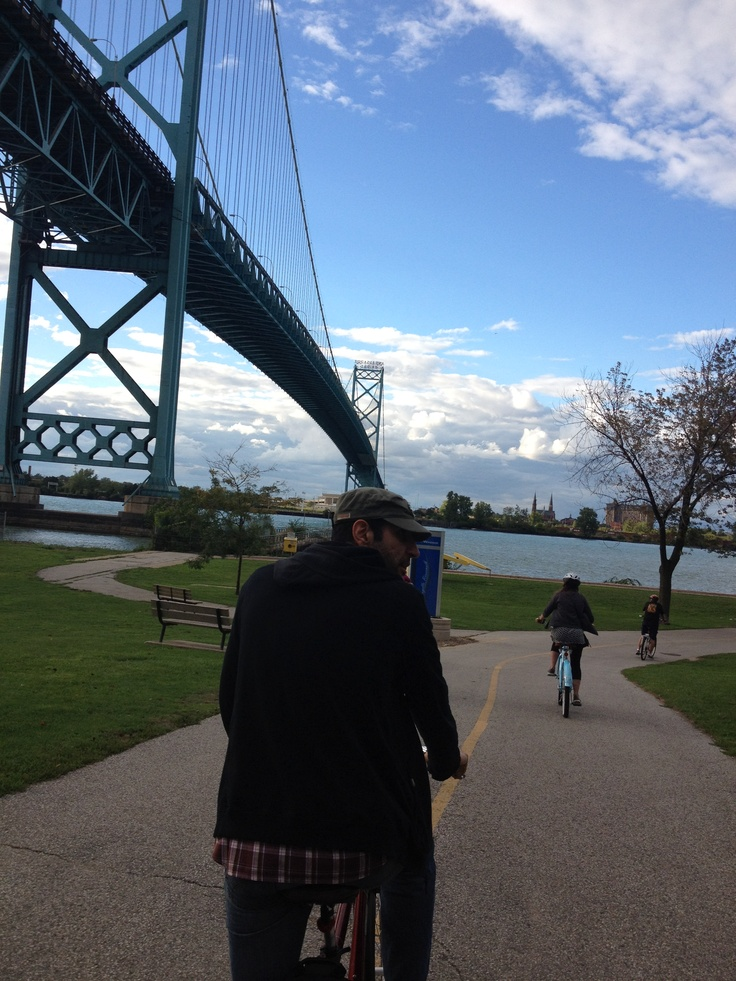 A scenic ride through Windsor, Ontario (I took this ride last year! Great path.)