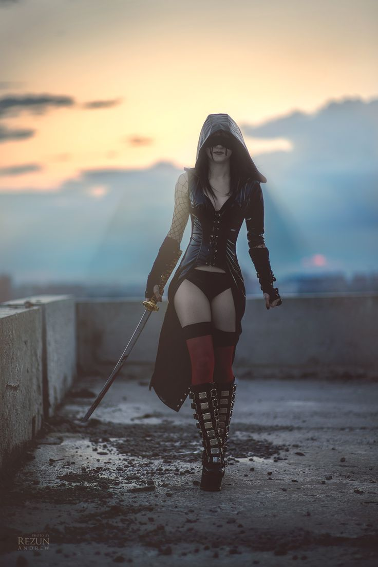 just an idea: Harley Quinn mixed with Assassins Creed? that's what this picture made me think of...