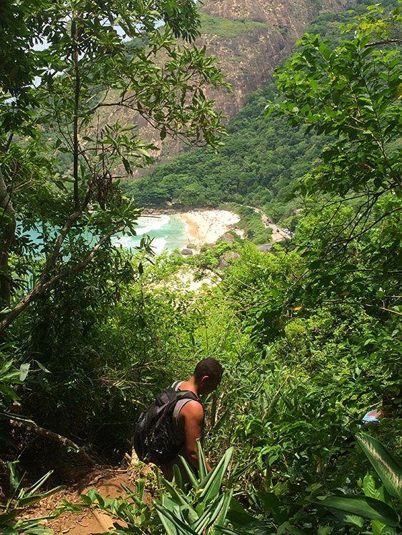 A Prainha vista da trilha até o Mirante do Caeté, no Rio de Janeiro - Foto: Jeff Slaid