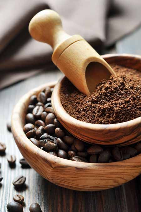 Fresh roasted coffee beans and grounds | Foodal's Guide to Coffee Grinders.com