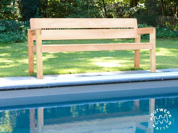 Buitenmeubilair • Houtwerk Hattem: houten design meubels op maat. Simple bench of beautiful light wood.