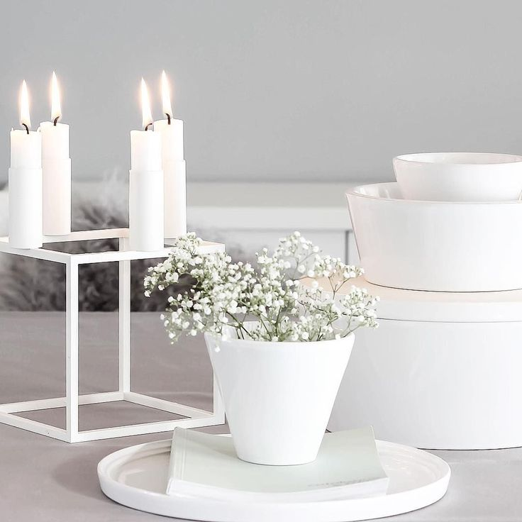 Kubus 4 in white and Norli tableware in white. Photo by @trineroed
