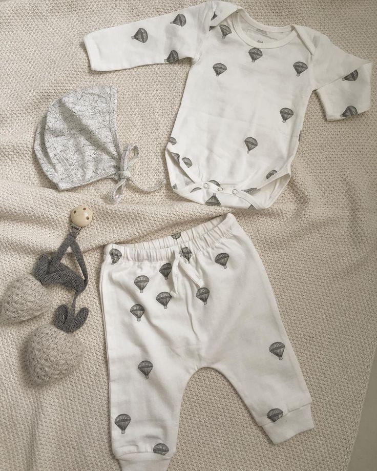 Are you ready? By the end of July the parachute clothes will arrive from size 56 to 98. FINALLY - All good comes to those who wait ❤️#kongessløjd  #barsel #babydreng #babypige #nyfødt #kejsersnit #fødsel #babyrede #babynest #stofbleer #økologisk #børneværelse #børneseng #barsel #dontpanicitsallorganic #gravid #kidsroom #kongessløjd #muslincloth #nyfødt #sengetøj #sengerand #børneværelse #pigeværelse #drengeværelse #kidsroom #babyknit #playmobile #musicmobile #nyfødt