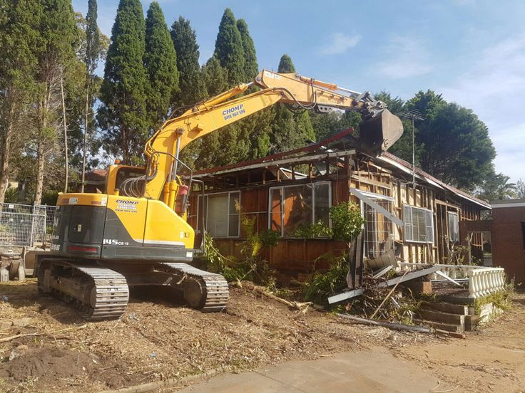 CHOMP #House #Demolition #Sydney specialise in house demolition. With latest tools, equipment, and a team of experts, you will get the quality demolition service in Sydney, providing you with a completely fresh site to start your construction.
