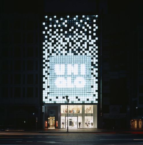 Uniqlo    lighting / retail / facade