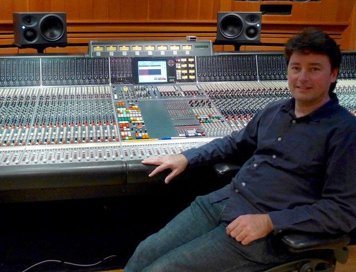 Kevin Madigan is an accomplished audio engineer and acoustics consultant, deftly straddling the worlds of live sound and studio recording. Having relocated to Los Angeles from his native Dublin, Ir…