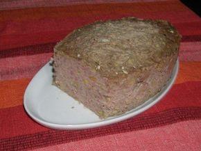 Terrine de foies de volaille et de gésiers confits aux pistaches.