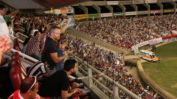 Dave-Farrell-e-Mike-Shinoda-integrantes-da-banda-Linkin-Park-assistem-ao-jogo-entre-Fluminense-e-Botafogo-no-Engenhão-no-Rio-Thiago-Mattos-AgNews