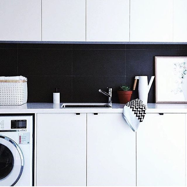 Keeping it simple with a monochrome laundry ⚫️⚪️✔️ via @eands_trading #homeinspo #laundry #laundrydesign #buildmydreamhome
