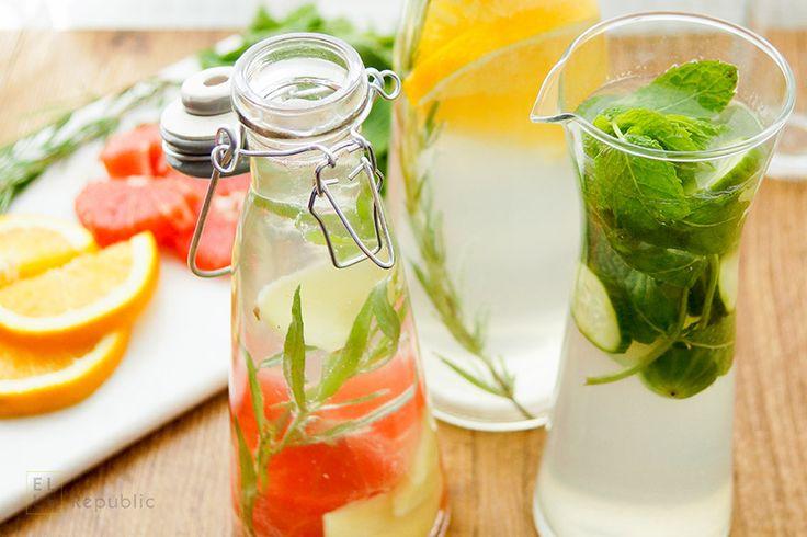 Wasser mit Geschmack schmeckt gut und ist gesund. Mit Früchten, Kräutern, Gewürzen oder Gemüse gibt es unendlich viele Variationen. Hier ein paar Ideen .