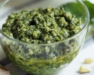 Sauce au pesto allégée : Savoureuse et équilibrée | Fourchette & Bikini