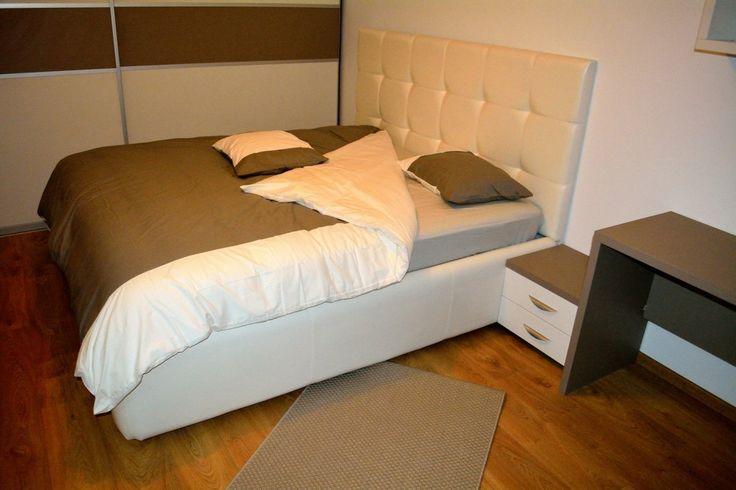 Mobilier Dormitor Pat Tapitat in Piele Ecologica Alba cu 2 noptiere Pal Pal U727ST22 si W1000ST22