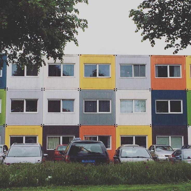 A container house in Groningen. It was intended to be made for student but finally it becomes a trend.  Rumah yang di susun dari kontainer cargo tadinya buat mahasiswa eh ternyata pada rebutan tinggal di sini. Akhirnya sampe sekarang masih eksis.  #housemadebycontainer #container #containerhouse #inspiration #home #nicehouse #unique #groningen #nederland #lifestyle #student #studentlife #rumah #culture #thenetherlands #mahasiswa #serbamahasiwa by caprivhia_nl