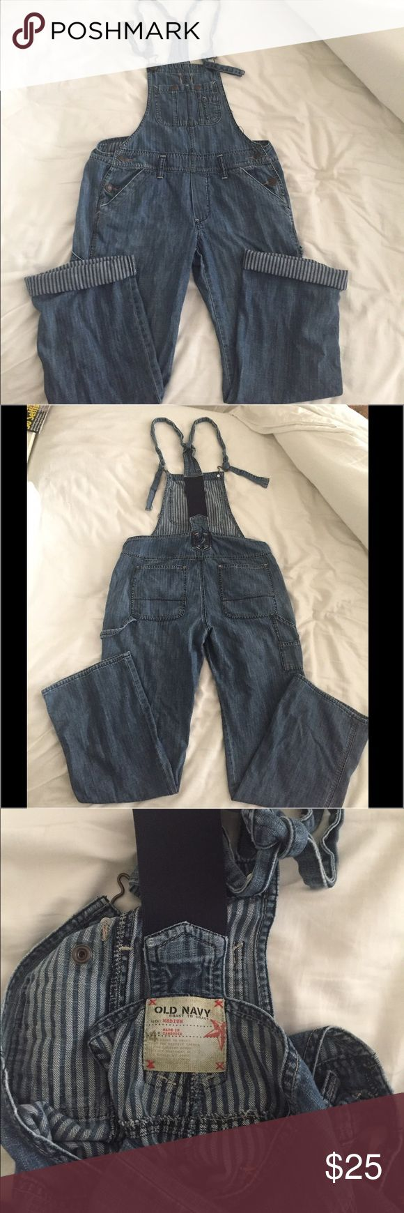 Old Navy overalls ☀️🌼💕Sz Medium Old navy overalls with stripes when cropped 😍💕carpenter style light weight denim not heavy at all super soft. Sz Medium Old Navy  Jeans Overalls