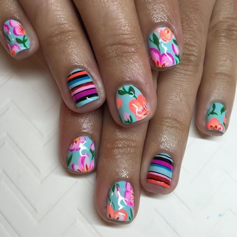 Tropical flowers and sarape stripes for Cecilia  Floral inspired by the sweet @i_heart_nailart #nails #nailart #gelnails #floralnails #sarape #sparklesf