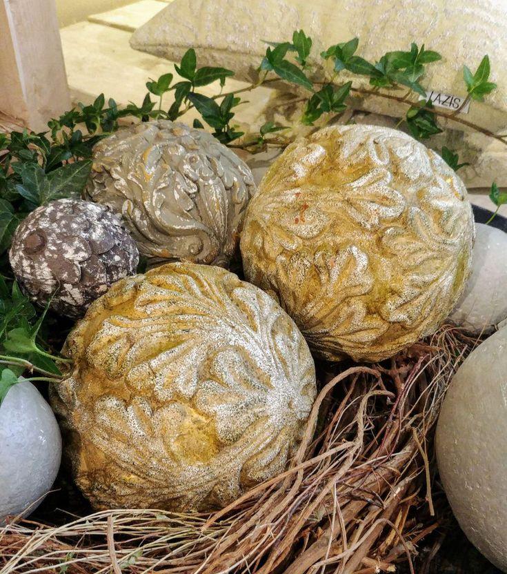 🌸 Dekokugel floral verziert, nicht nur im Sommer perfekt für Fensterbänke, Dekoschalen usw. geeignet |