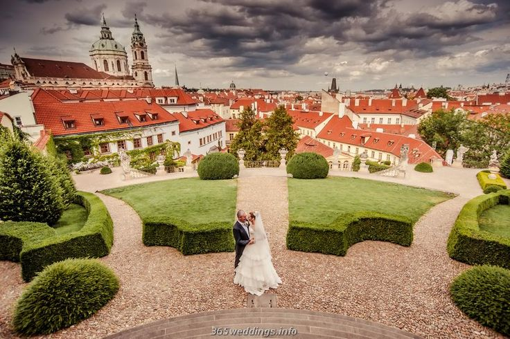 Gorgeous wedding photography in Prague by Artur jakutsevich.