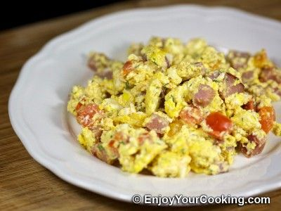 Scrambled Eggs with Ham and Tomatoes