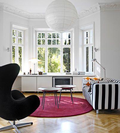 black & white living room!: Design Bedroom, Black And White, Design Interiors, Modern Rooms, Interiors Design, Living Room, Black White, White Couch, Bays Window