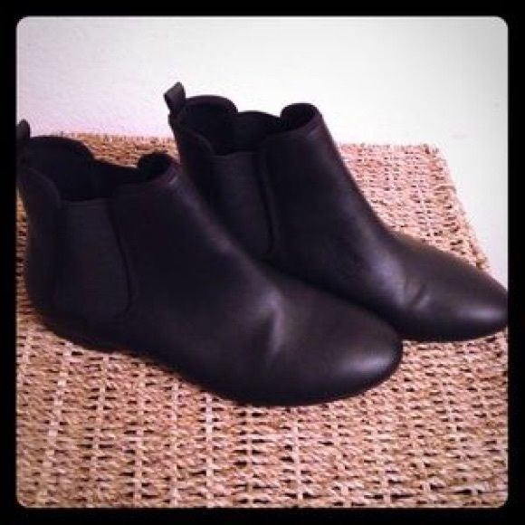 Black Old Navy Ankle Boots New! Never wore this pair of boots. Just could never find the right occasion. They are new without tags. No known scratches or marks. Size is 9 and it is true to size. Old Navy Shoes Ankle Boots & Booties