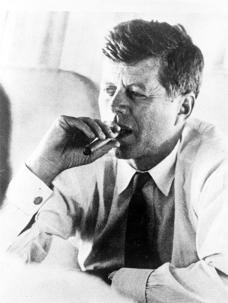 VINTAGE-PHOTO-PRESIDENT-JOHN-KENNEDY-SMOKE-CIGAR-JFK-USA-ART-PRINT-BB10449