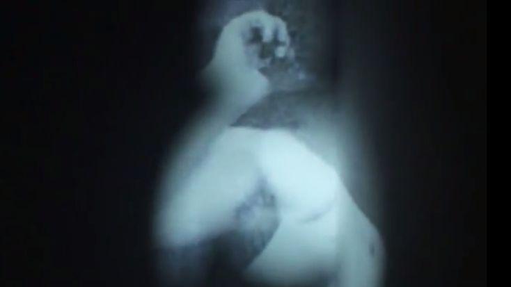 Escaping image. Agata Wieczorek, Ada Bielak Czy sztuka musi być męcząca i zrozumiała dopiero po przeczytaniu opisu? Wydawało się po anonsie prasowym i dokumentacji, że wystawa, instalacja Agaty Wieczorek przy współpracy z Adą Bielak należy do bełkotliwej sztuki, którą rozumieją tylko …