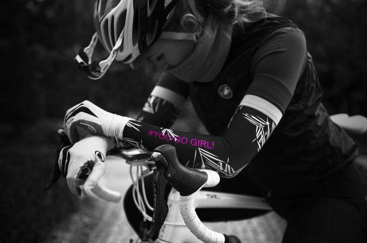 Arm warmers with palm print   #armwarmers #cycling #cyclingkit #cyclingfashion #kit #fashion