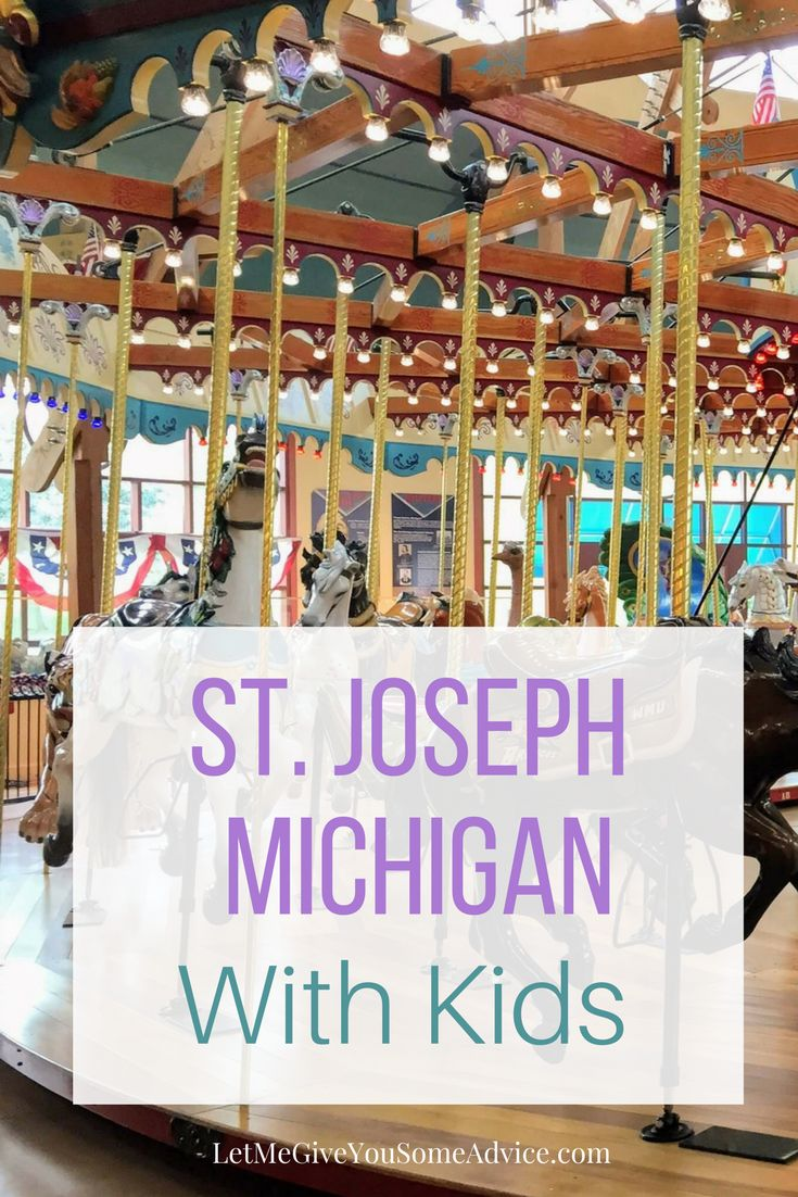 What to do in St. Joseph, Michigan with kids: A family-friendly guide that including a children's museum, interactive fountain, and pizza near the beach. via @someadvice