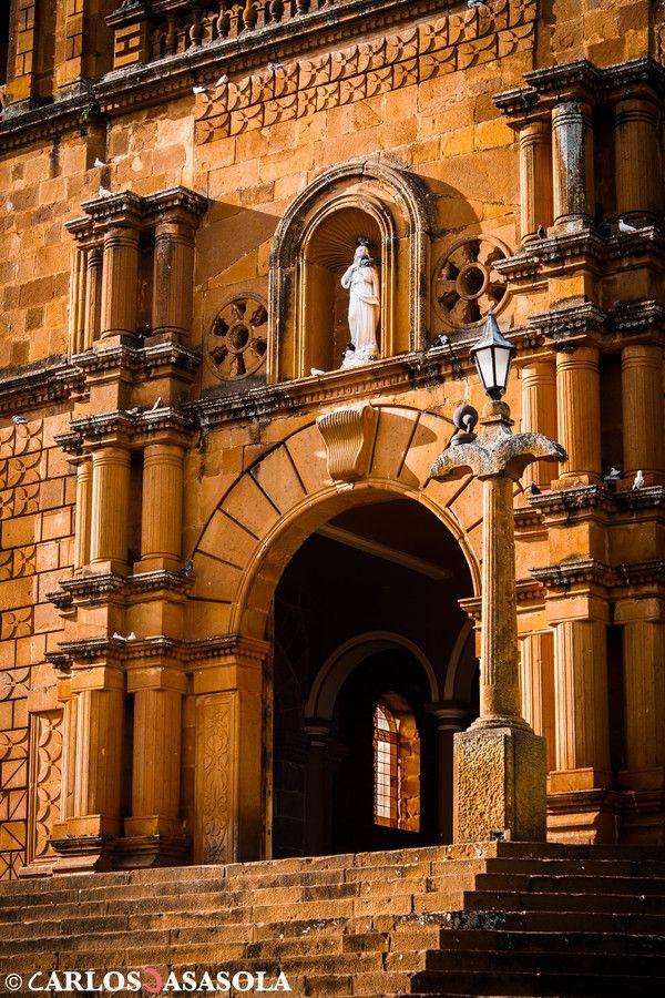 Bella arquitectura colonial, iglesia construida en Barichara con piedra tallada. Visita Santander  Iglesia de Barichara by Carlos Casasola on 500px