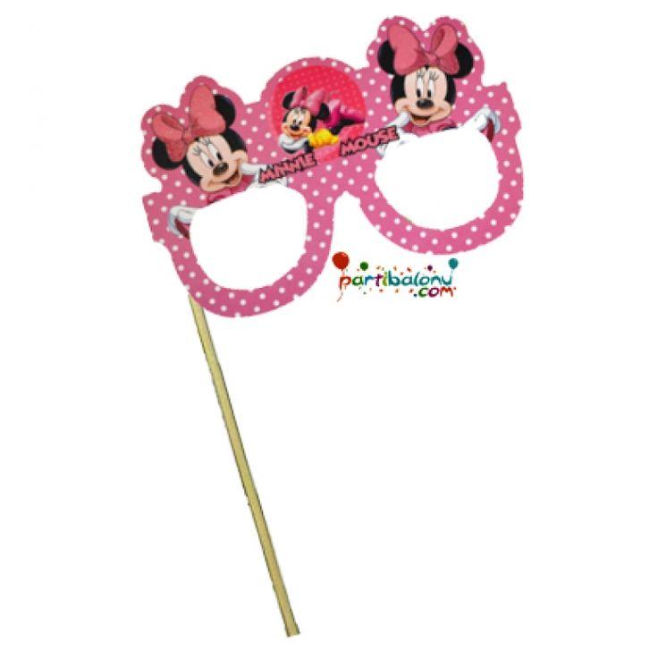 Minnie Mouse Konuşma Balonu Mini Mouse Konuşma Balonu (Parti Gözlüğü) Ürün Özellikleri  Minnie Mouse Parti Gözlüğü ürünü adet olarak gönderilmektedir. Parti Gözlüğü kaliteli kartondan üretilmiştir. Minnie Mouse temalı konuşma balonu doğum günü partilerinin vazgeçilmez ürünüdür. Fotoğraf çektirirken kullanılan bu ürünü doğum günü çocuğu çok sevecek.