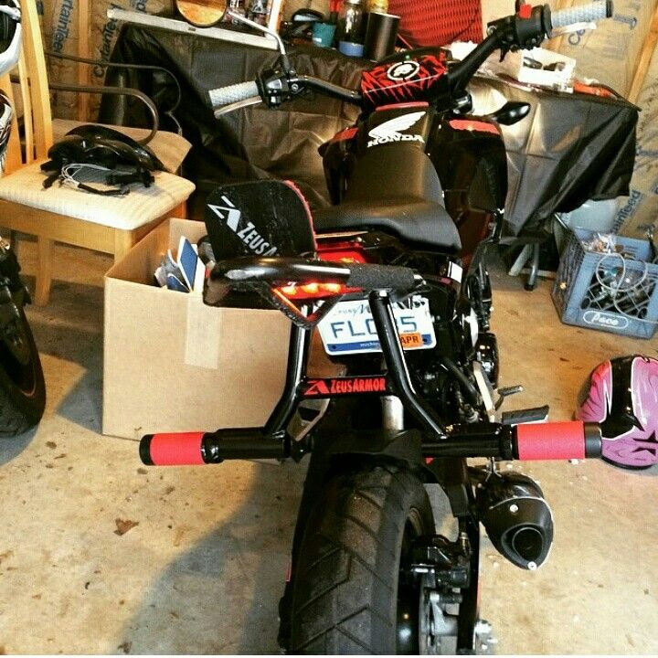 @mrbrownstunts Laced up with fresh ZeusArmor Cheater Subcage, Frame Braces and Round Scrape Step Combo bar on his Honda Grom #zeusarmor #dowork #honda #grom #msx125 #stunt #wheelie #subcage #cheatersubcage #scrapebar #gromcage #cage #framebraces