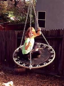 Kinder wachsen, Trampoline eher seltener. Kein Grund zum Wegschmeissen! Bauen Sie einfach eine spannende Schauckel!
