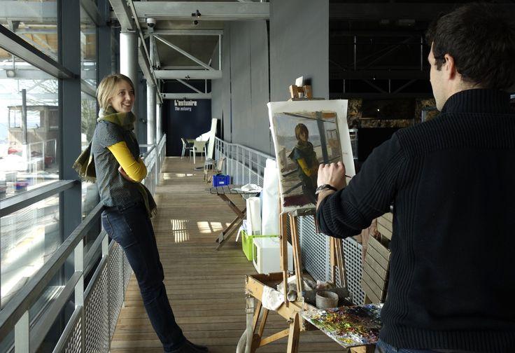 Dans le cadre du Festival Normandie Impressionniste, l'Office de Tourisme proposera cet été de découvrir le regard du peintre Olivier DESVAUX. Le peintre vous invite à faire connaissance avec les femmes et les hommes dont l'activité les lient à la Seine. En attendant l'été, nous vous proposons un avant-goût de l'exposition ! Découvrez Olivier DESVAUX face à ses modèles…avant de vous dévoiler l'ensemble des toiles début juillet. Aujourd'hui, Marie Landron de MuseoSeine